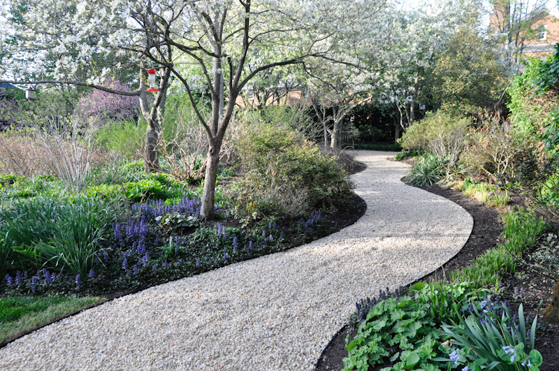 Nice The Benefits Of An Edge, Thinking Outside The Boxwood, Metal Edging  Creating A Meandering