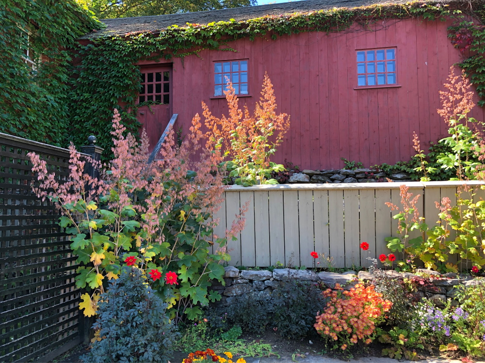 The Traveling Gardener - Coast to Coast. Garden visits in Seattle and Maine (with a few in between). Thinking Outside the Boxwood