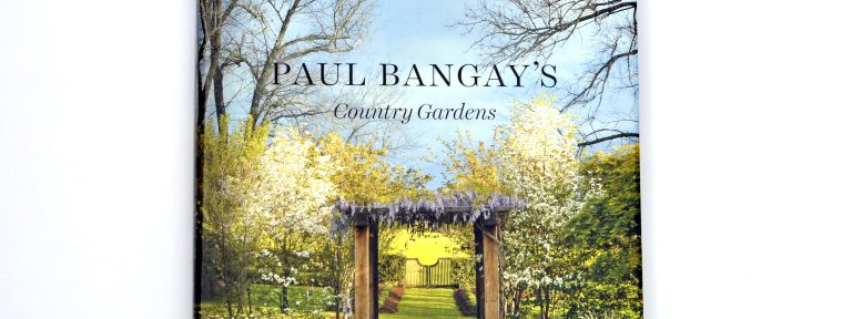 A peek in Country Gardens by Paul Bangay, more at Thiningoutsidetheboxwood.com